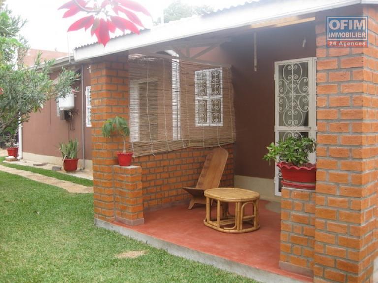 meubl maison villa antananarivo tananarive a louer une coquette villa basse meubl e. Black Bedroom Furniture Sets. Home Design Ideas