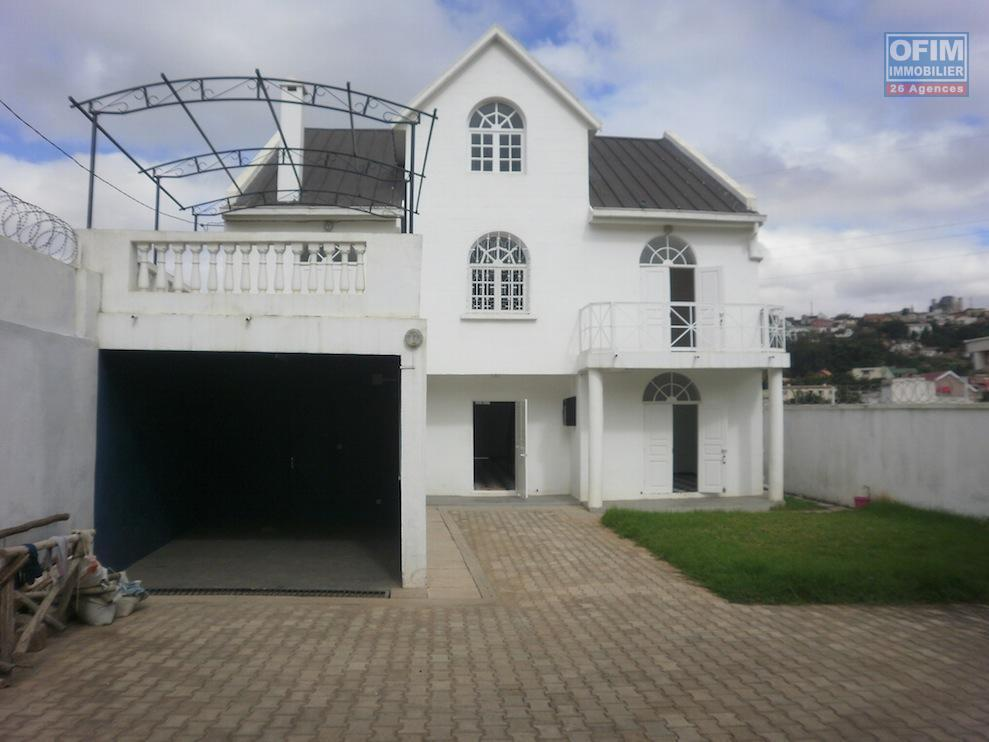 vente maison villa antananarivo tananarive vente d 39 une belle villa tage f7. Black Bedroom Furniture Sets. Home Design Ideas