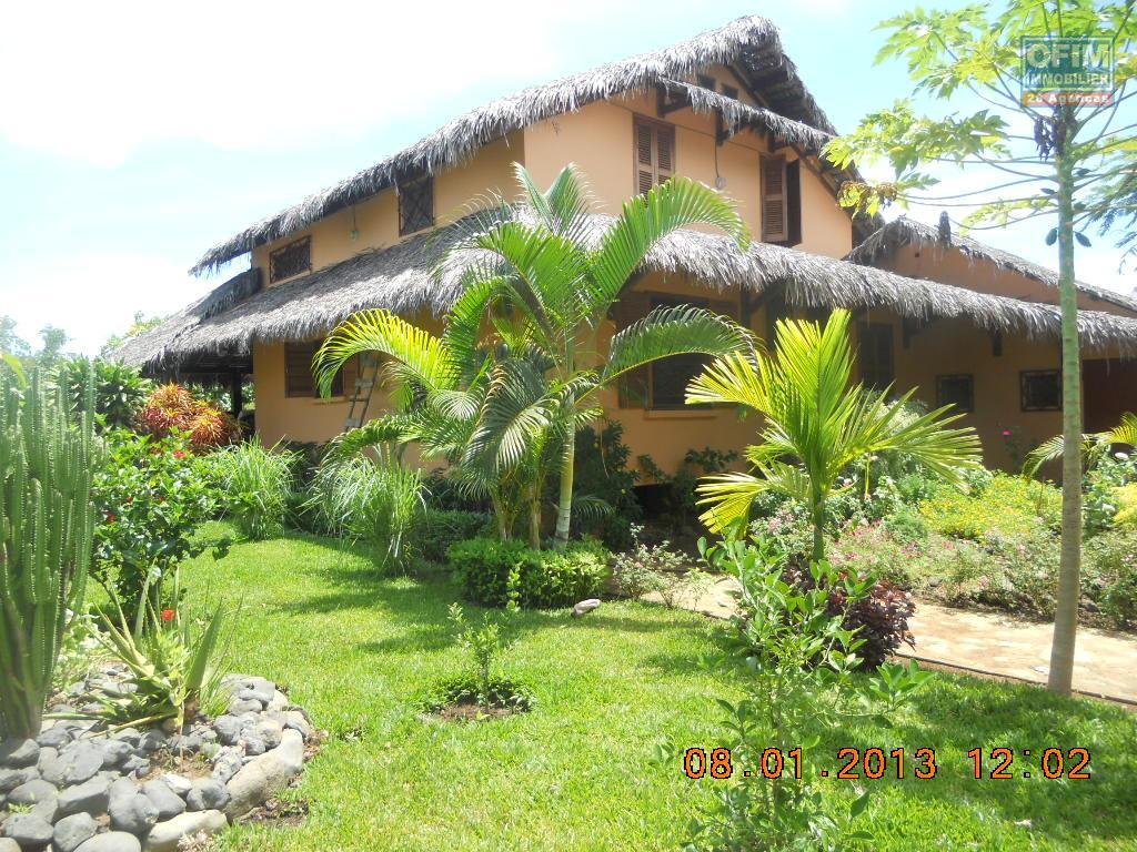 Meubl maison villa nosy be location villa nosy be for Location maison meuble