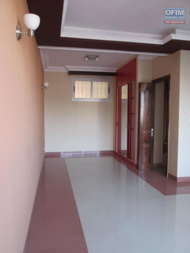 Location studio f1 antananarivo tananarive a for Appartement a louer yverdon et environ