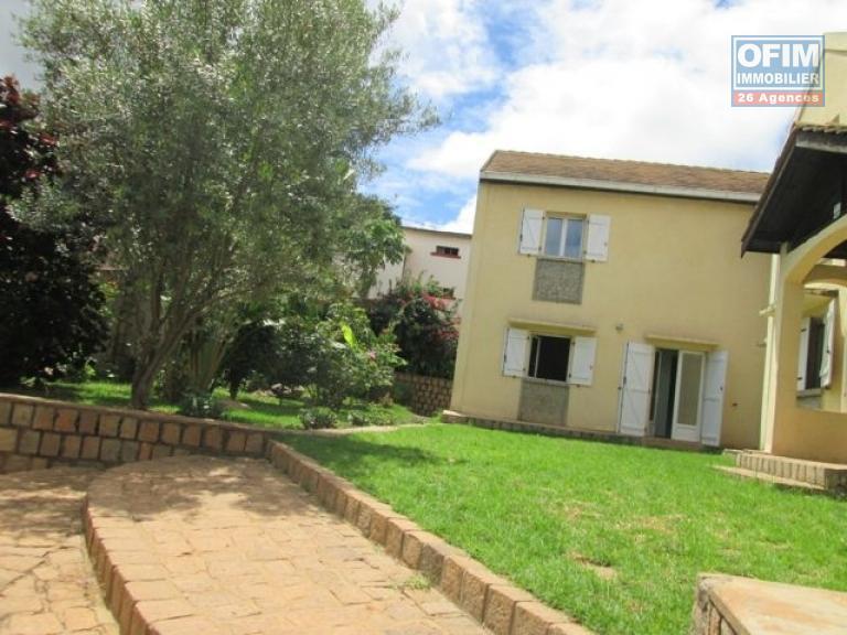Location appartement antananarivo tananarive a louer un appartement t5 avec jardin et - Appartement a louer avec jardin ...