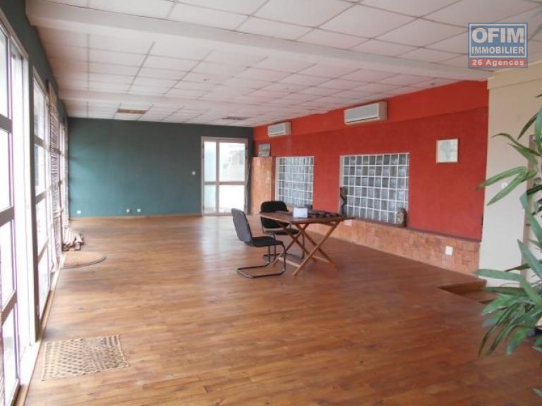 location maison villa antananarivo tananarive a louer une maison semi meubl e sur 4. Black Bedroom Furniture Sets. Home Design Ideas