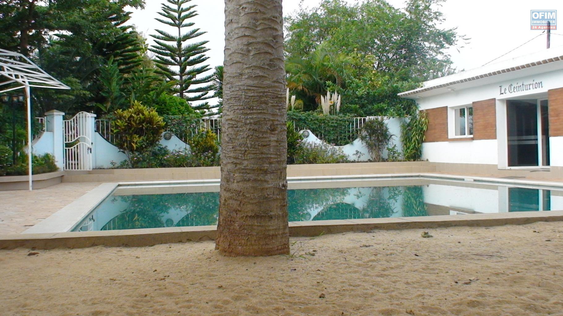 Vente maison villa antananarivo tananarive a vendre grande villa entour e d 39 un - Maison avec un jardin tourcoing ...