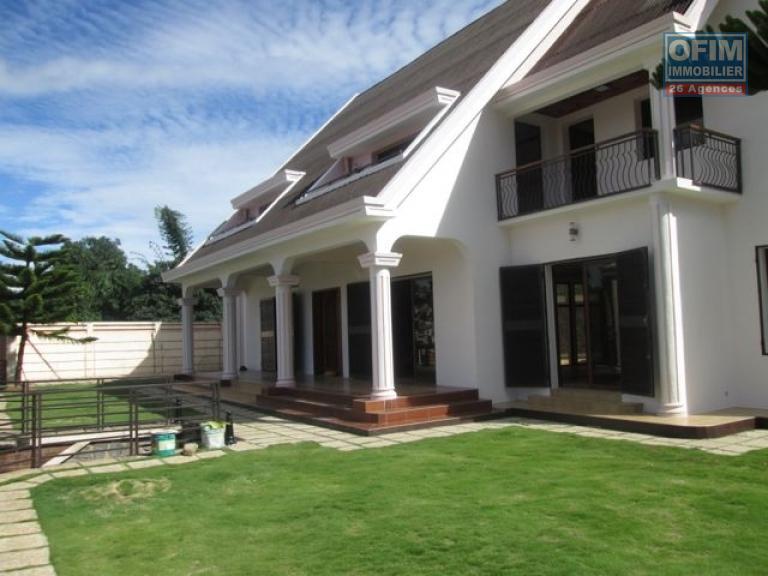 location maison villa antananarivo tananarive a louer une villa f7 avec piscine