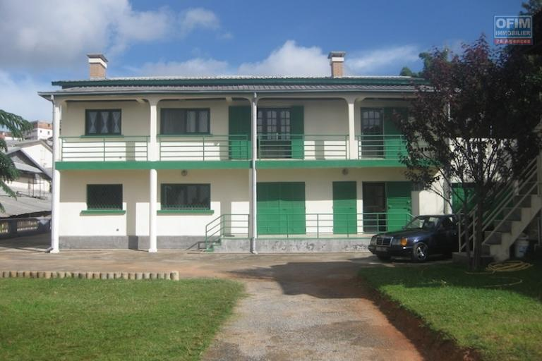 A louer un  joli appartement type T4 à 5 minutes de l'école primaire C Ambohibao