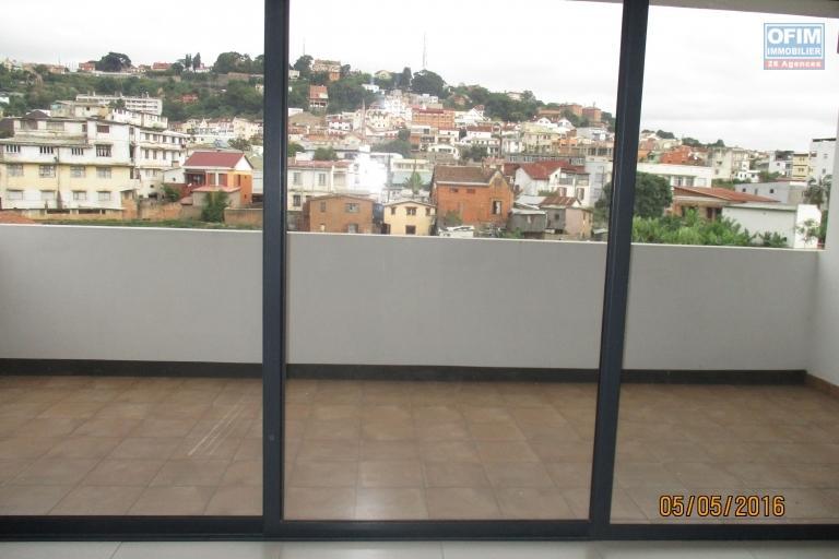 OFIM offre en locatio  un appartement neuf T2 sur cité planton Antananarivo Contact Francia : 034 02 218 69