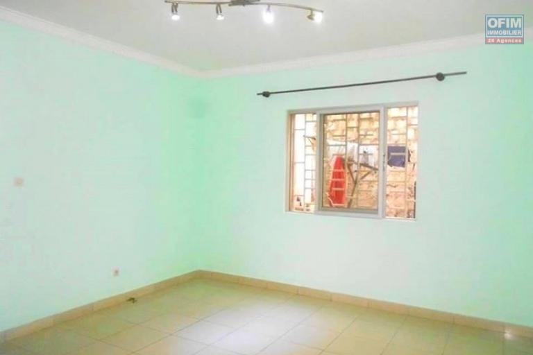 OFIM propose en location une maison de type F4 à  Itaosy Antananarivo