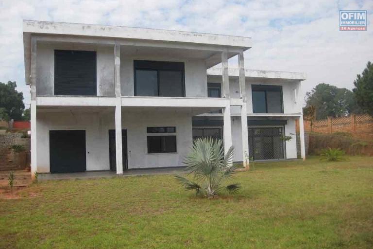 vente maison villa antananarivo tananarive a vendre exceptionnelle villa f5 avec. Black Bedroom Furniture Sets. Home Design Ideas