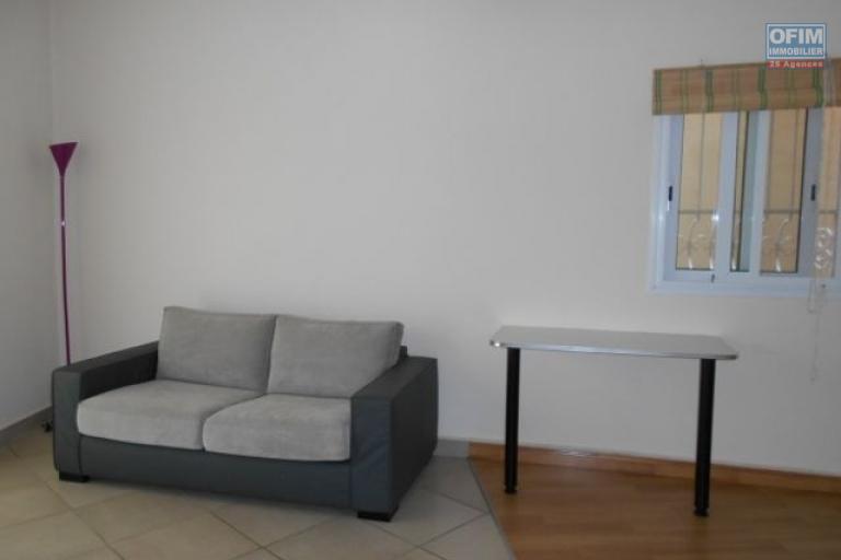 A louer un joli studio meublé à Androhibe Antananarivo
