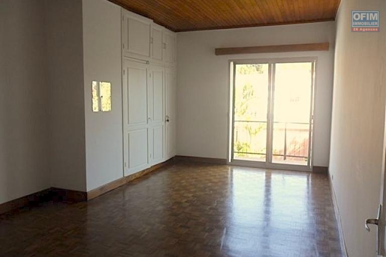 A louer une belle villa F7 à 10mn du centre ville à Tsiadana Antananarivo