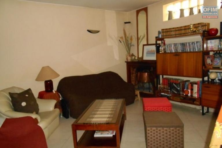 A louer une villa F5 dans une grande propriété à Ambohitrarahaba Antananarivo