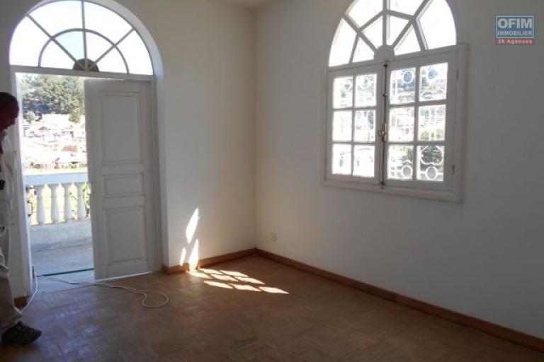 A louer une villa F7 à Andohanimandroseza Antananarivo