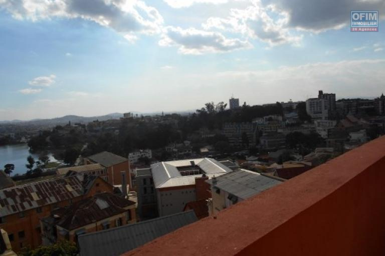 A louer un local professionnel de 110m2 à Amparibe Antananarivo