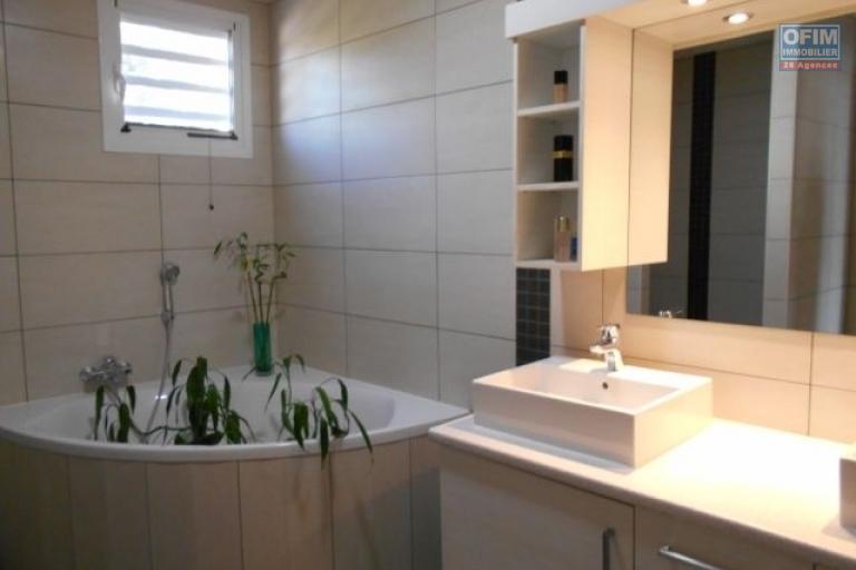 A louer un appartement neuf T3 semi meublé dans une résidence à Ambatobe Antananarivo