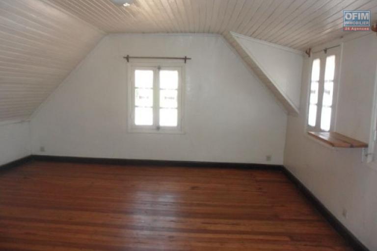 A louer une villa F6 avec vue à Faravohitra Antananarivo
