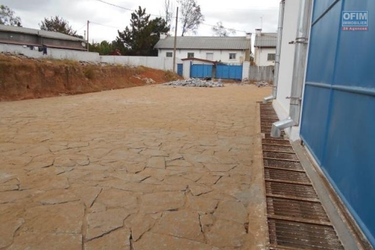 A louer un entrepôt de 650m2 dans un quartier calme à Fotrohafana Ivato