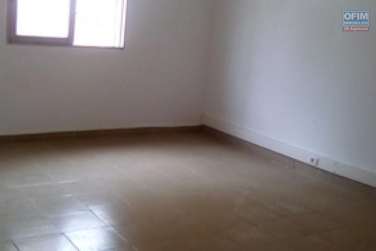 A louer un local pour usage professionnel d'une superficie de 150m2 dans les quartiers d'affaires d'Ankorondrano