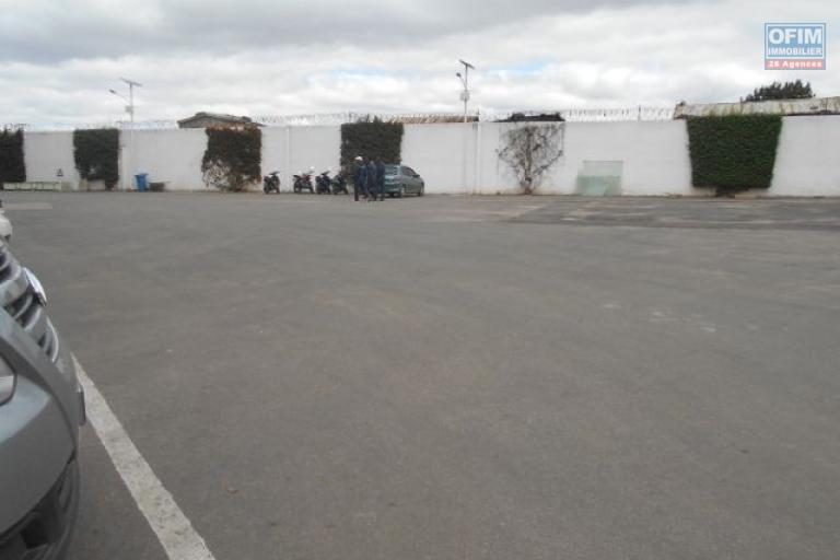 A louer des locaux de 800 et 1000m2 à Alarobia Antananarivo