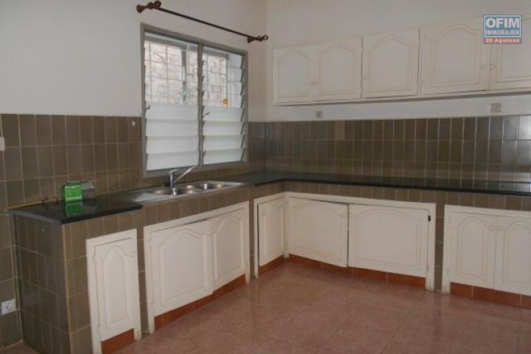 A louer une villa F6 dans un quartier résidentiel à Tsiadana Antananarivo