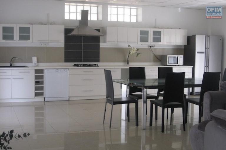 A louer une grande villa de type F4 dans un endroit calme et sécurisée à Ivato