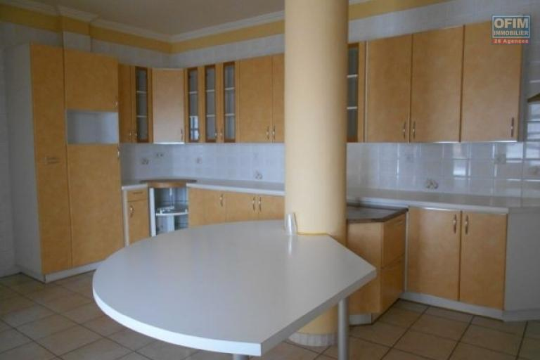 A louer un grand appartement T5 avec une belle vue à Andrainarivo Antananarivo