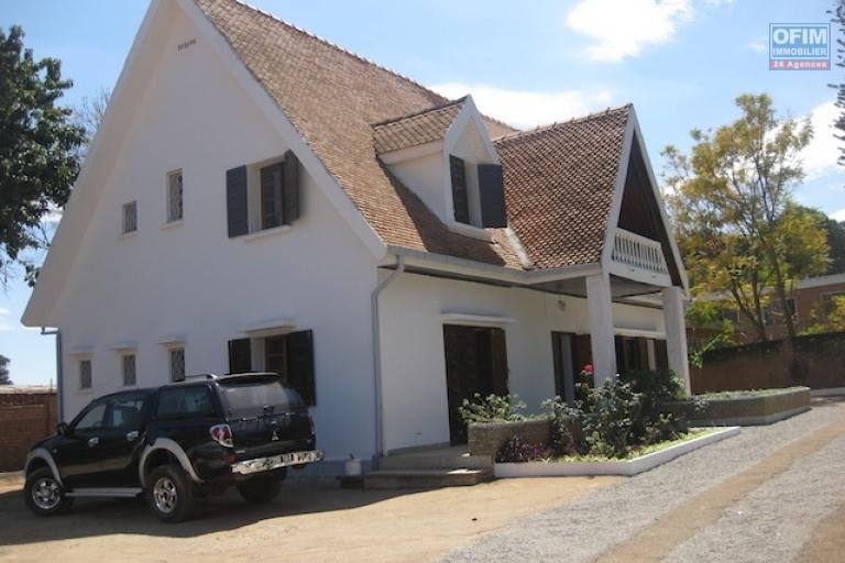 A louer une villa à étage F7 dans un endroit calme et bien sécurisé à Maibahoaka Ivato