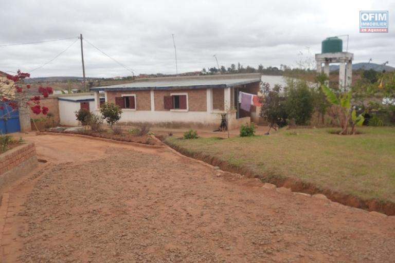 à vendre villa F4 sur terrain de 1500M2 à Andakana Ambohidratrimo