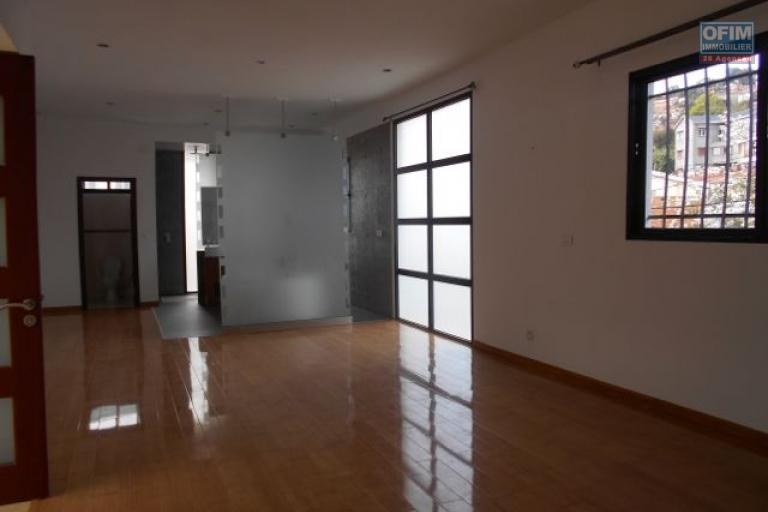 A louer une villa F6 d'une architecture moderne dans une résidence à Ambatoroka Antananarivo