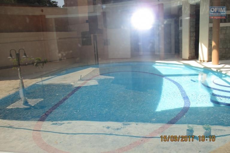 OFIM offre en location des studios neuf de standing avec priscine à Ivandry