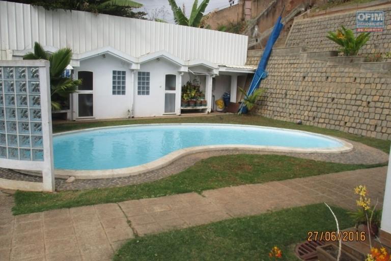 OFIM propose en location une belle villa F6 et Maison F3 avec piscine à Mahazoarivo