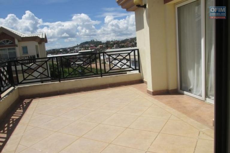 A louer un appartement T3 semi meublé à Ambatobe Antananarivo