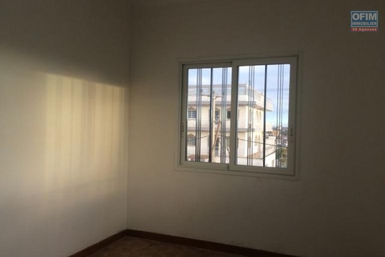 A louer une villa F6 avec studio à Ampitatafika Antananarivo