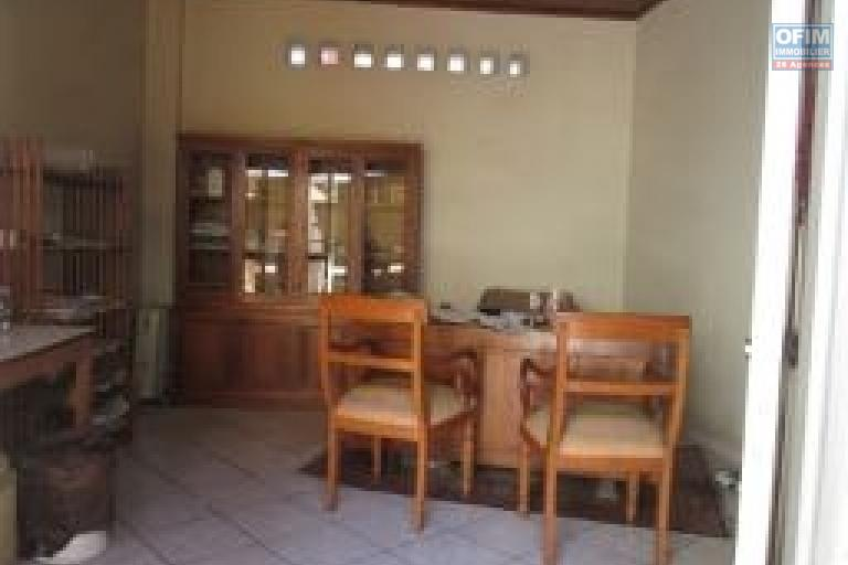 A vendre, une maison en bord de route principale à Isotry- Antananarivo