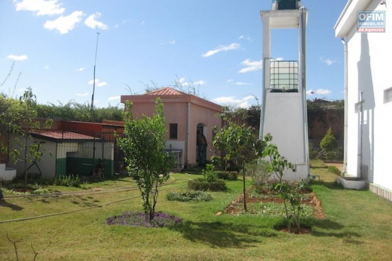 à vendre une grande propriété de 7000m2 avec villa F4 à Andakana
