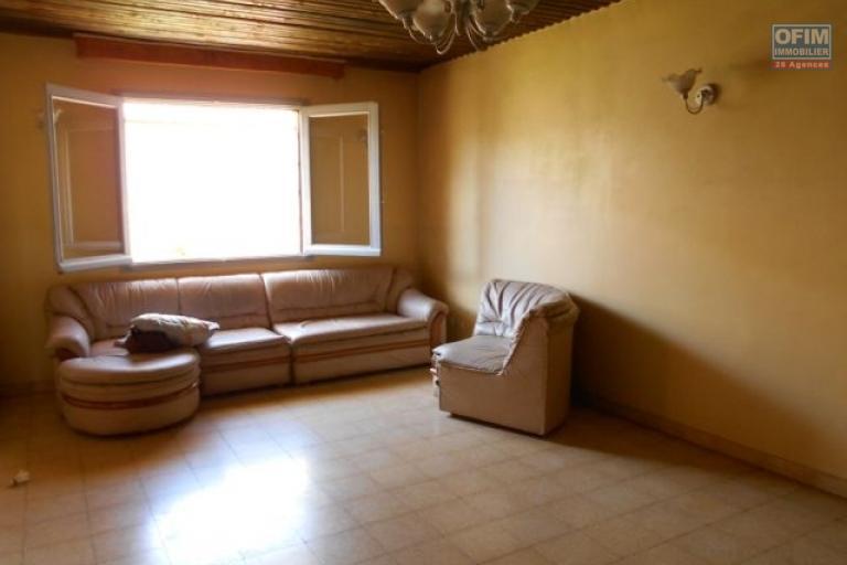 A louer une villa F4 semi meublée dans une zone sécurisée à Tanjombato Antananarivo