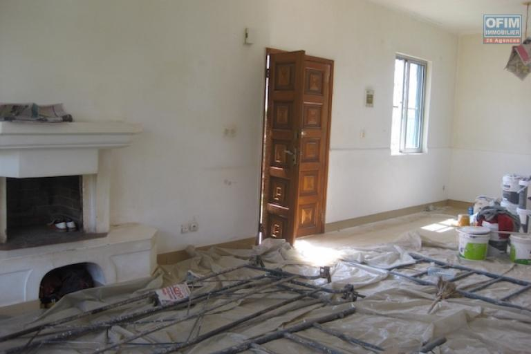 A louer une belle villa F4 dans une résidence bien sécurisée à deux pas du lycée français d'Ambatobe