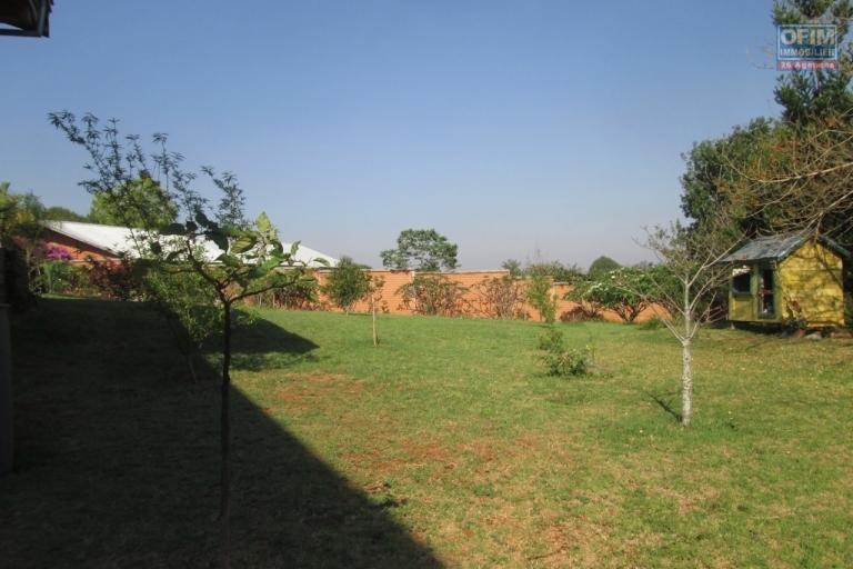 A vendre une villa F7 avec piscine sur 7000 m2 de terrain à Ambohimanga-Antananarivo