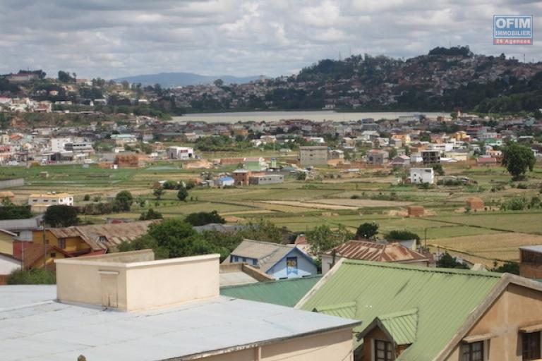 A louer des appartements meublés de haut standing dans un immeuble R+3 avec une vue panoramique à Alasora