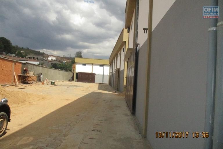 OFIM offre en location des  entrepôts neufs  sur By pass Ambohimangakey