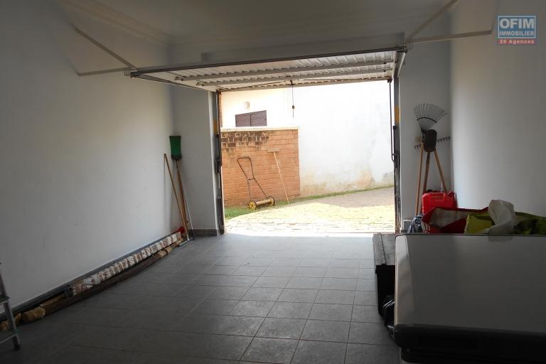A louer une villa F5 dans une résidence à Ambatobe Antananarivo