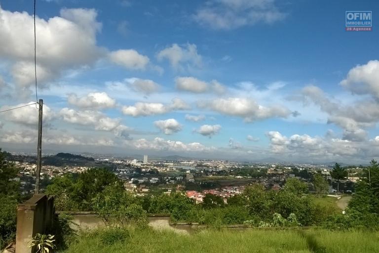 A vendre, un terrain de 480 m2 avec vue imprenable à Ambatobe- Antananarivo