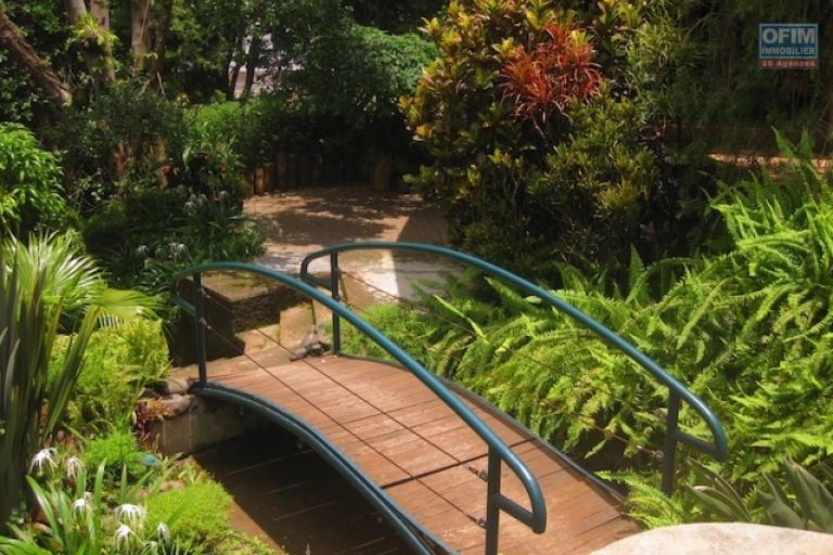 A louer un duplex meublé et équipé T3 dans une résidence sécurisée à Antanetibe Ivato
