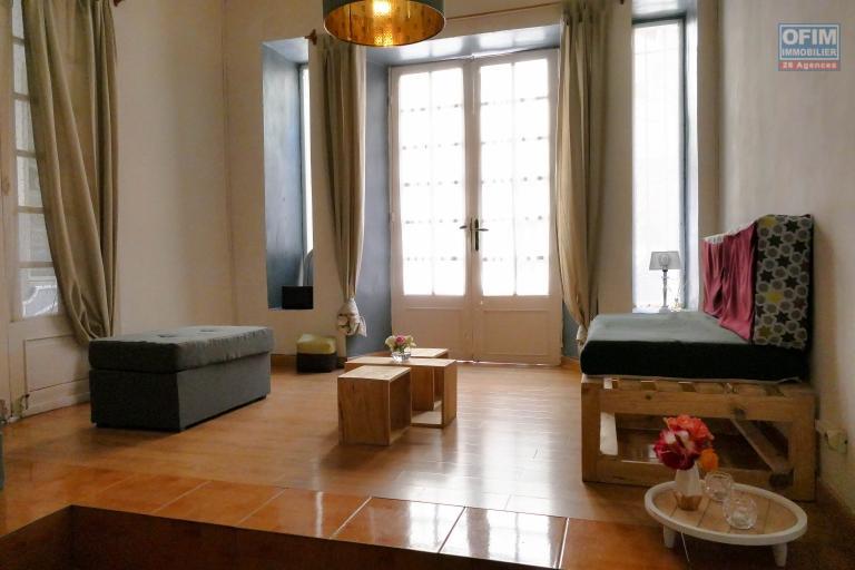 A louer un grand studio  avec mezzanine meublé électricité,  internet, ménage inclus à Ambohijatovo Antananarivo