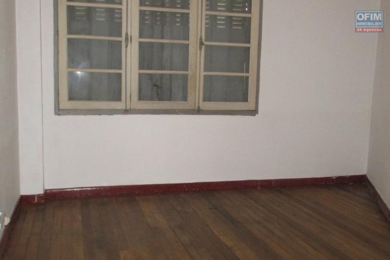 OFIM offre en location un appartement T3 à Antsakaviro