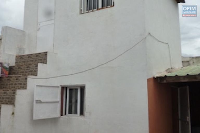 A louer une villa basse F4 dans un quartier résidentiel à Ivandry