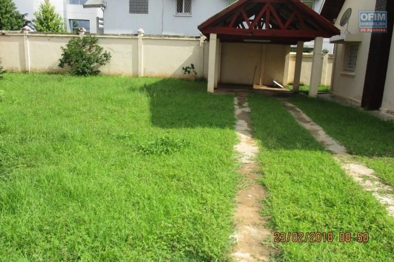OFIM offre en location une villa F7 à usage mixte à Ankadimbahoaka Tanjombato