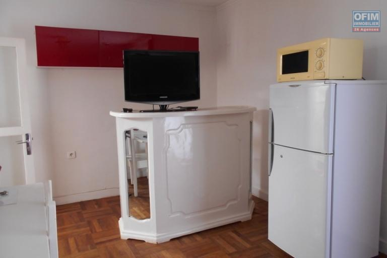 A louer un studio meublé de 50m2 à Ampefiloha Antananarivo