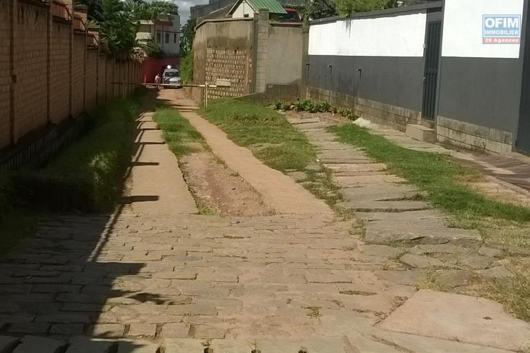 A vendre, un beau terrain d'environ 1.500m2 proche du centre ville à Ambatoroka- Antananarivo