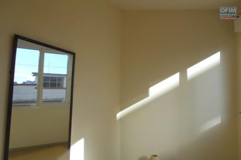 A louer un studio à Antsahavola centre Antananarivo