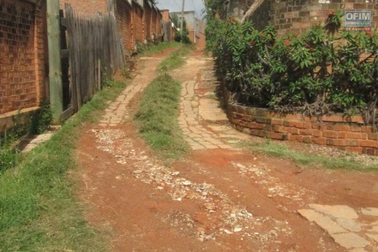 A vendre, un beau terrain de 1250 m2 dans le quartier résidentiel d'Ambohitrarahaba- Antananarivo